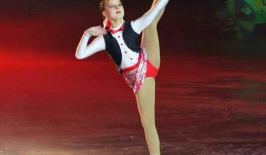 Jasmin Wiertz holt Landesmeisterschaft im Eiskunstlauf