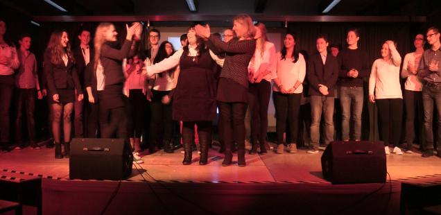 """28 Schülerinnen und Schüler der Friedrich-Bayer-Realschule begeisterten mit ihrem selbst geschriebenen Musical """"Die Wette"""""""